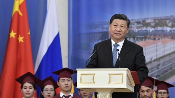 Председатель КНР Си Цзиньпинь  на церемонии присвоения ему степени почетного доктора  Санкт-Петербургского государственного университета. 6 июня 2019