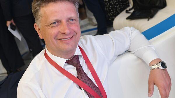 Министр транспорта РФ Максим Соколов на стенде МИА Россия сегодня во второй день ПМЭФ