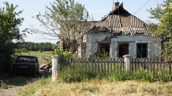 Жилой дом в поселке Новая Марьевка в Донецкой области, пострадавший в результате обстрела