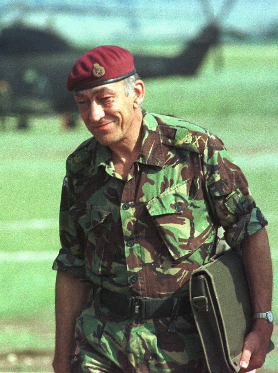 Командующий группировкой сил НАТО на Балканах генерал Майкл Джексон в Скопье