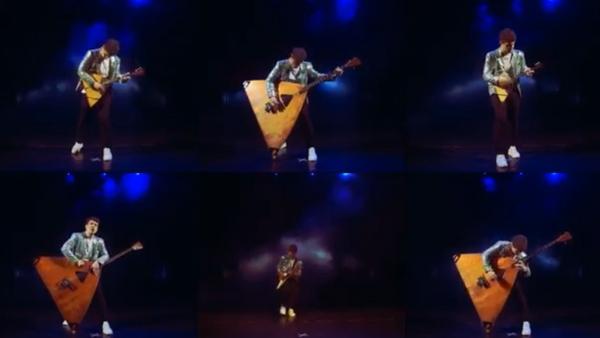 Андрей Киряков сыграл на балалайках Show must go on Скрин