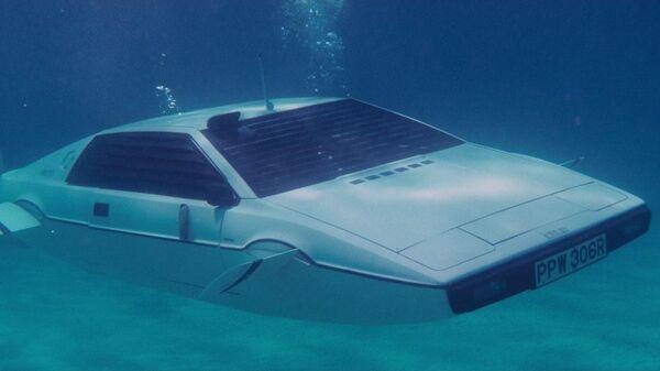 Tesla разработала автомобиль-амфибию изфильма оДжеймсе Бонде