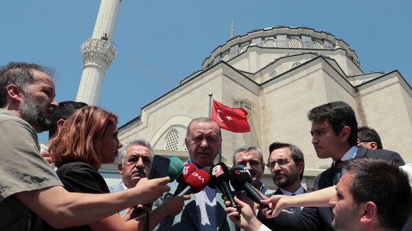 Президент Турции Реджеп Тайип Эрдоган во время интервью в Стамбуле, на котором он сказал, что его страна полна решимости защищать права турок-киприотов на газовые месторождения в Средиземном море