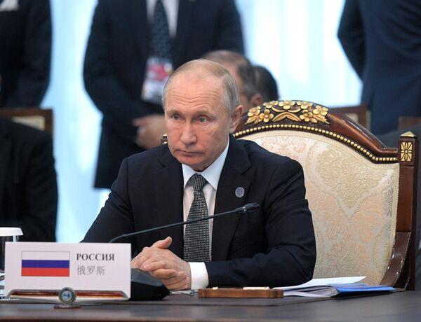 Президент РФ Владимир Путин принимает участие в заседании Совета глав государств - членов ШОС в Бишкеке
