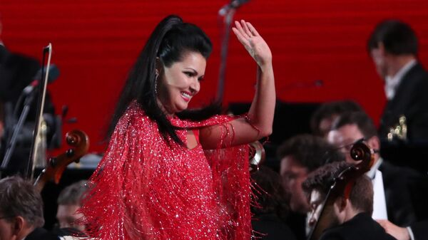 Российская оперная певица Анна Нетребко на Красной площади в честь открытия Чемпионата мира по футболу