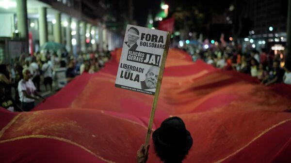 Участник забастовки против пенсионной реформы в Рио-де-Жанейро. 14 июня 2019