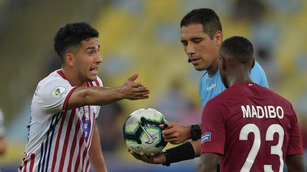 Эпизод матча Парагвай - Катар на Кубке Америки