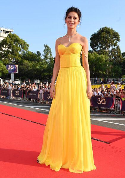 Актриса Равшана Куркова на Звездной дорожке перед церемонией закрытия 30-го Открытого фестиваля российского кино Кинотавр