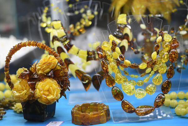 Украшения из янтаря представлены на выставке Лучшие украшения России, которая проходит на ВДНХ ЭКСПО. В экспозиции -  новые коллекции около ста ювелирных компаний и творческих мастерских от Калининграда до Якутска.