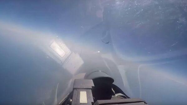Кадры перехвата истребителями Су-27 американских бомбардировщиков B-52