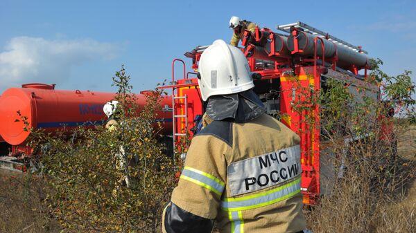 Сотрудники пожарной службы МЧС РФ
