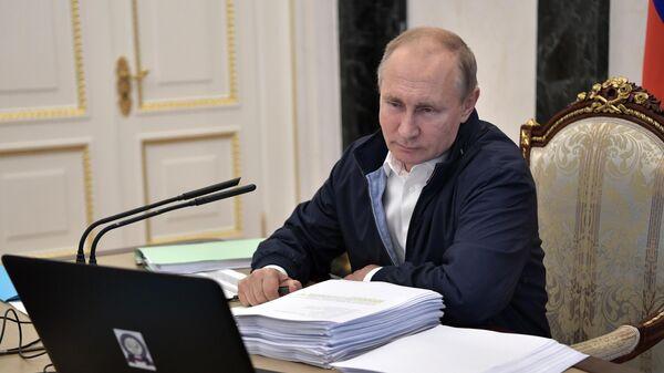 Президент РФ В. Путин провел совещание по подготовке Прямой линии с Владимиром Путиным