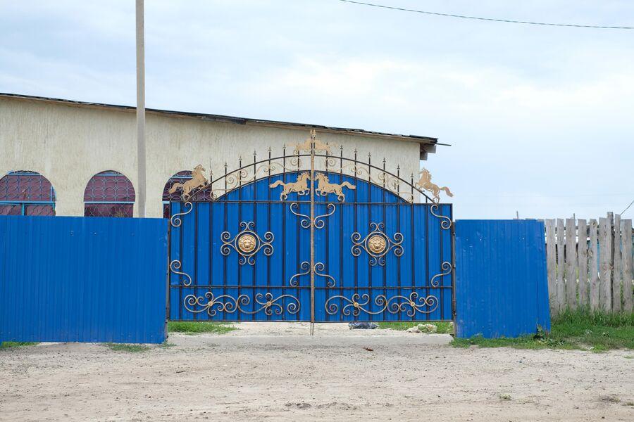 Ворота цыганского дома