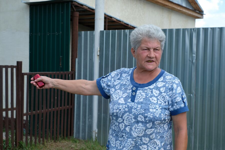 Местная жительница Зинаида Илюхина жалуется на то,что цыганские дети могут обозвать или подрезать на велосипеде