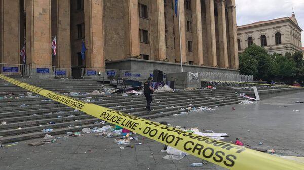 Площадь у здания парламента Грузии в Тбилиси, где ночью прошла акция протеста