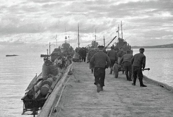 Десант морской пехоты готовится к высадке в районе Новороссийска