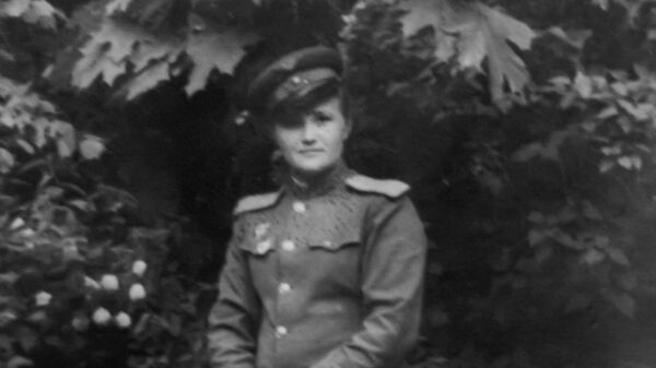Галина Брок в летной форме, фотография из личного архива войны Галины Брок-Бельцовой