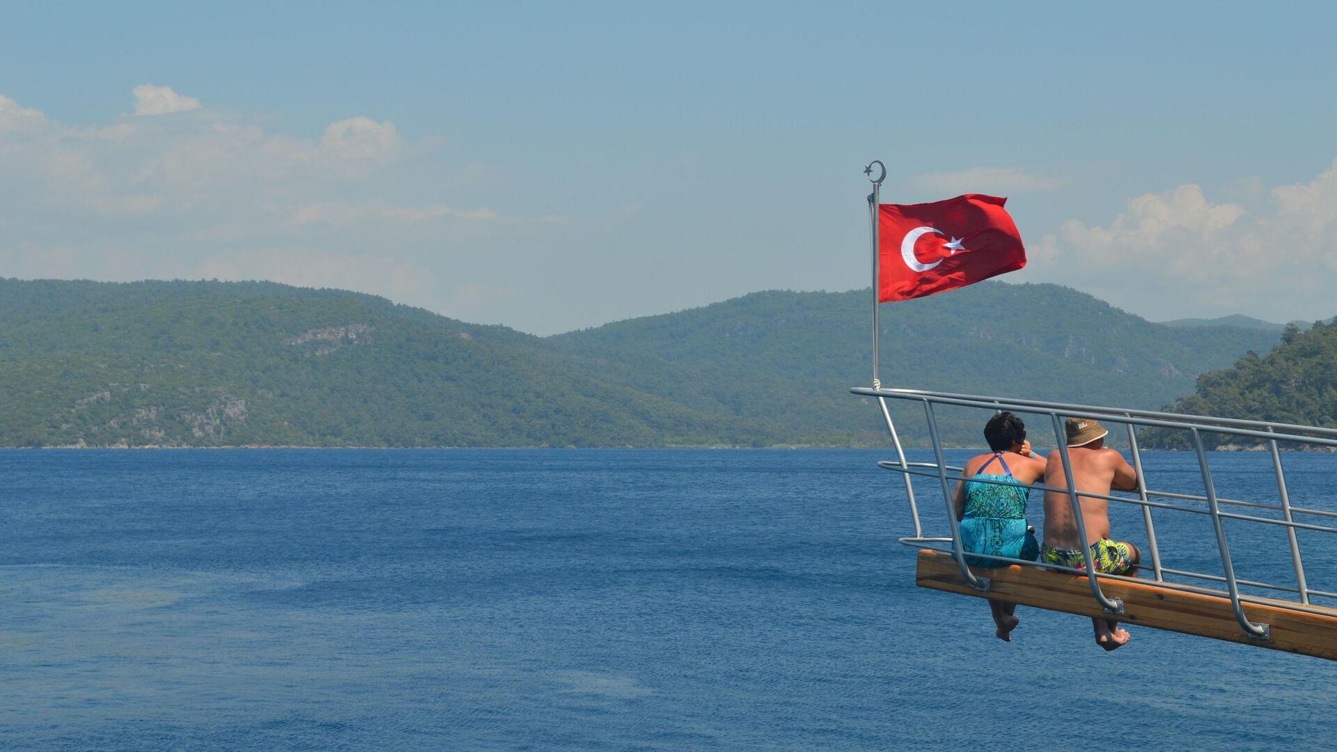 Ege Denizi kıyısında yatta turistler - Rusya haber ajansı, 1920, 07.06.2021