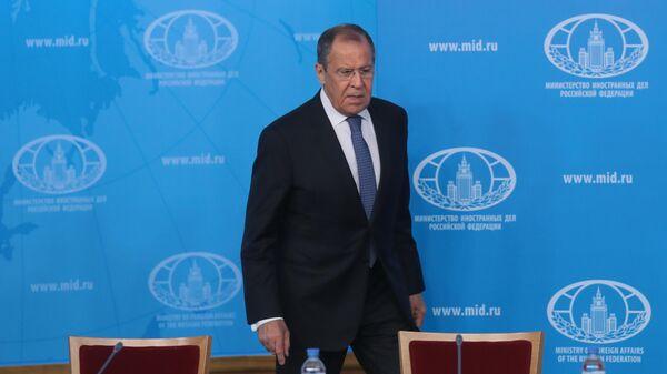 Министр иностранных дел РФ Сергей Лавров перед началом встречи с руководителями российских региональных некоммерческих организаций