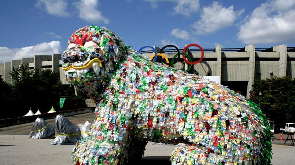Инсталляция Чой Чжон Хва из пластиковых бутылок