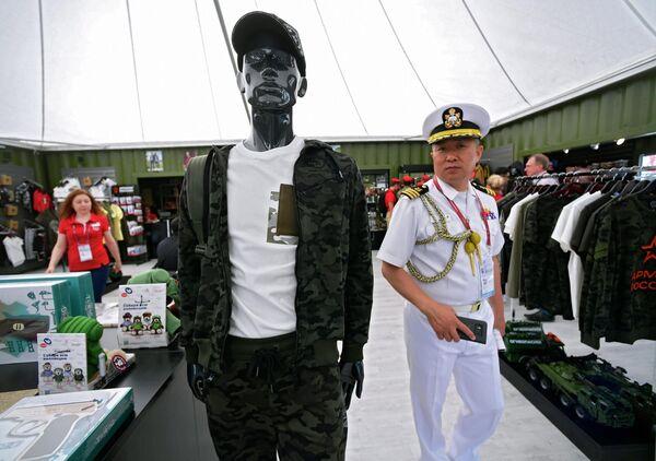 Иностранный военнослужащий на Международном военно-техническом форуме Армия-2019