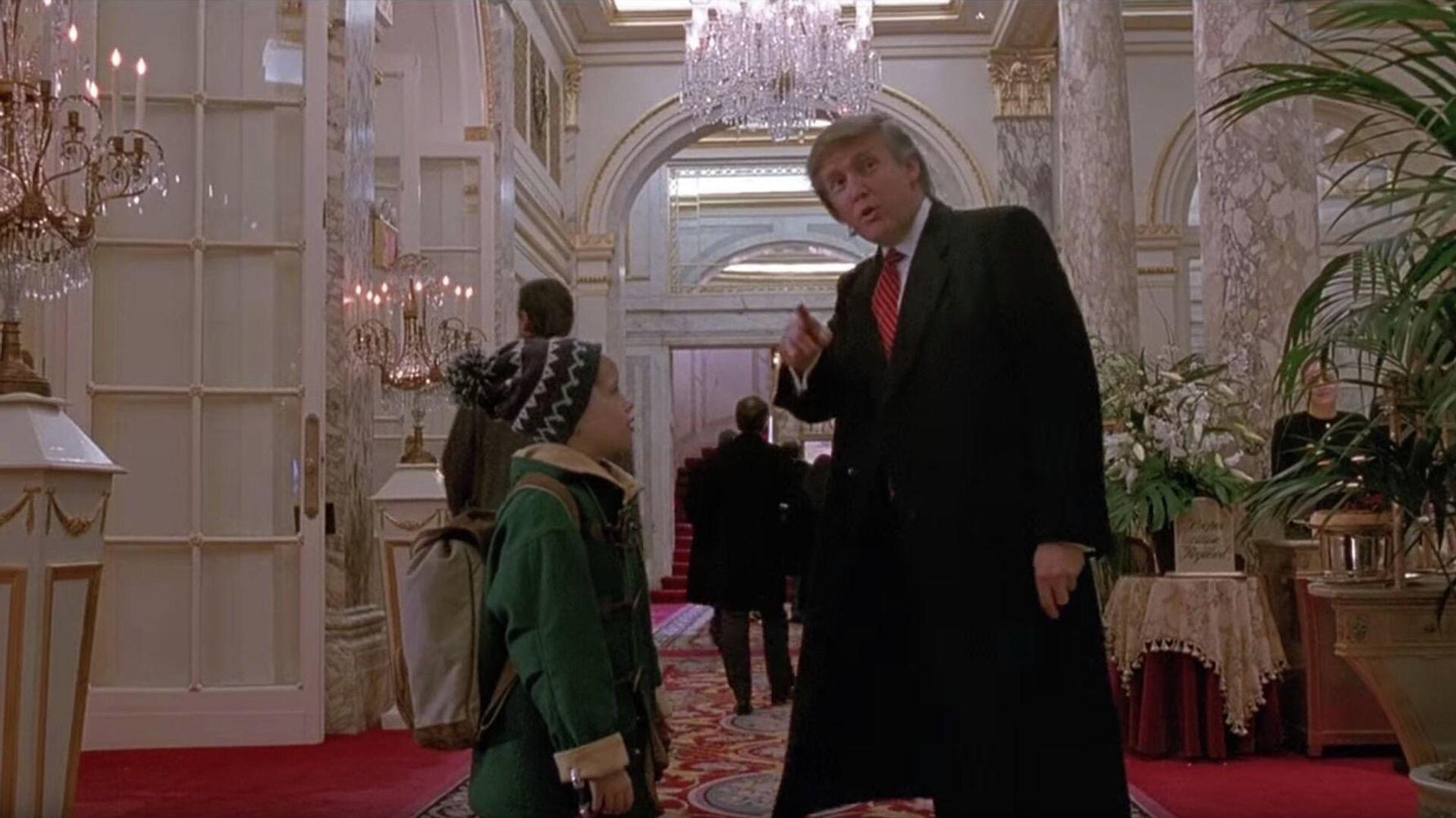 Дональд Трамп в фильме Один дома 2: Потерявшийся в Нью-Йорке - РИА Новости, 1920, 15.11.2020