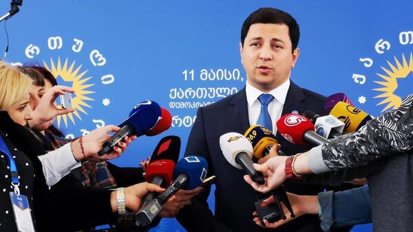Кандидат в председатели парламента Грузии Арчил Талаквадзе во время пресс-подхода. 25 июня 2019