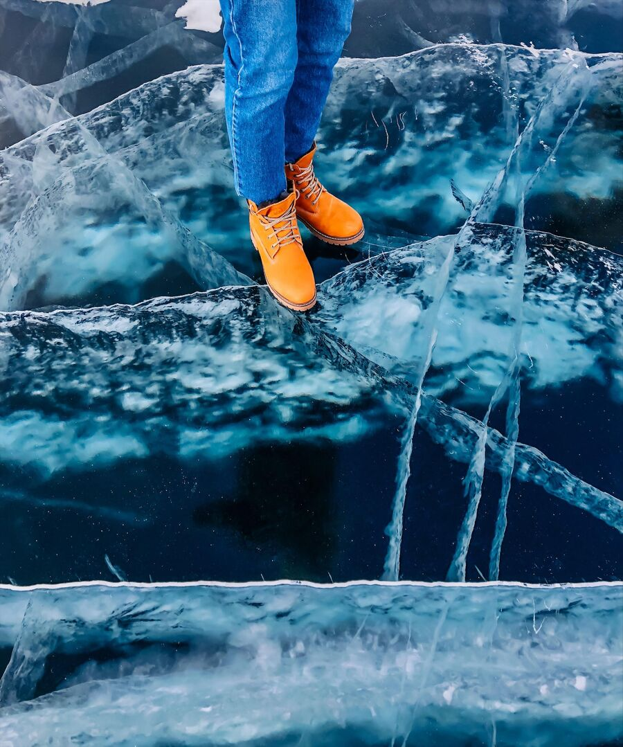 Прозрачный лед на Байкале