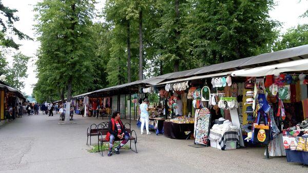 Сувенирные торговые ряды в Угличе