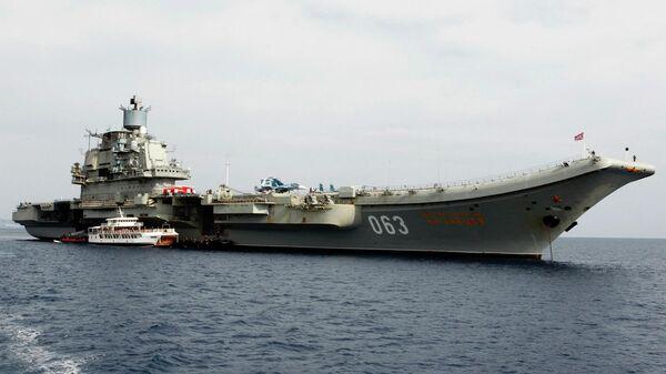 Российский авианосец Адмирал Кузнецов в кипрском порту Лимасол
