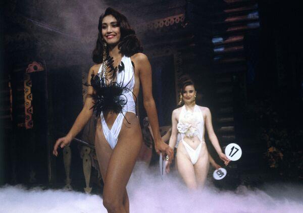 Девушки на конкурсе красоты Жемчужина России. 19 сентября 1991 года