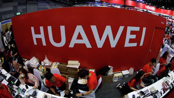 Стенд компании Huawei на выставке Mobile Expo в Бангкоке, Таиланд