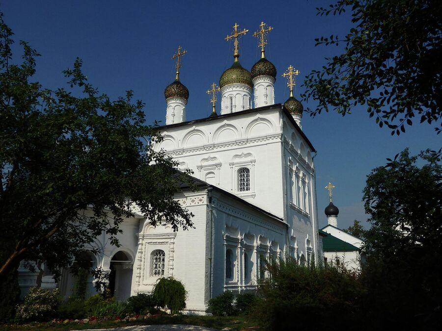 Сретенский собор и церковь Сергия Радонежского