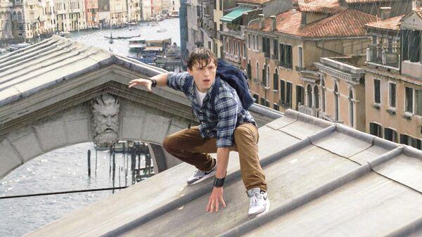 Кадр из фильма Человек-паук: Вдали от дома