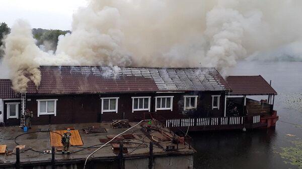 Пожар на дебаркадере на набережной в Нижнем Новгороде. 3 июля 2019