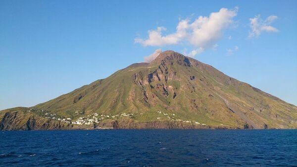 Вулкан Стромболи в Тирренском море