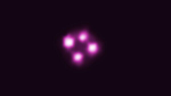 Рентгеновская фотография креста Эйнштейна и квазара HE0435 в далекой галактике