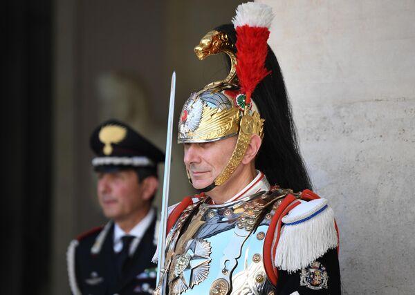 Почетный караул перед началом церемонии официальной встречи президента РФ Владимира Путина президентом Итальянской Республики Серджо Маттареллой в Риме
