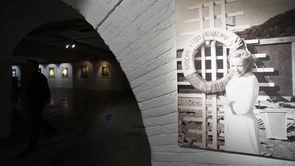 На выставке История Интуриста в советском туристическом плакате в Музее Москвы
