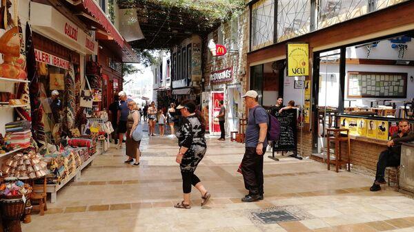 Бодрум, туристы на торговой улочке
