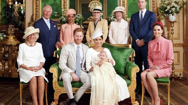 Церемония крещения младенца Арчи, сына герцога и герцогини Сассексской, в Виндзорском замке. 6 июня 2019