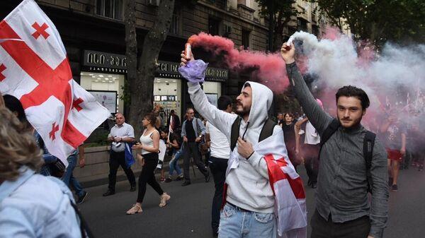 Участники Марша свободы на проспекте Руставели в Тбилиси