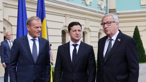 Президент Европейского совета Дональд Туск, президент Украины Владимир Зеленский и президент Европейской комиссии Жан-Клод Юнкер на 21-м саммите Украина - Европейский союз в Киеве. 8 июля 2019