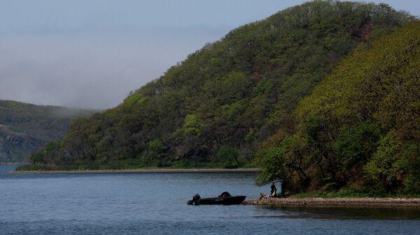 Вид на бухту Новик, омывающую берега острова Русский