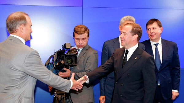 Медведев объявил  оготовности «Единой России» вести разговор  сукраинскими депутатами
