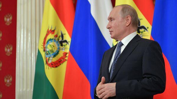 Президент РФ Владимир Путин на совместной с президентом Боливии Эво Моралесом пресс-конференции