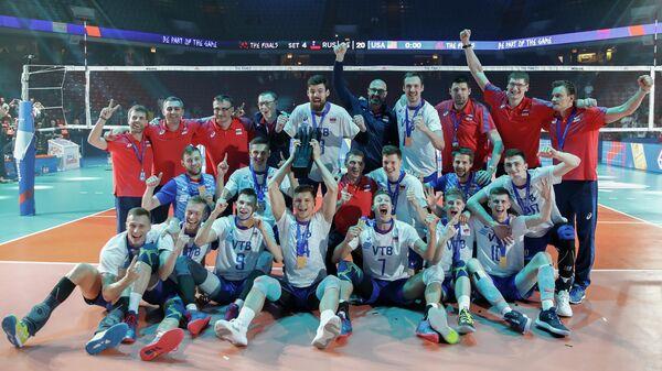 Волейболисты сборной России с золотыми медалями Лиги наций