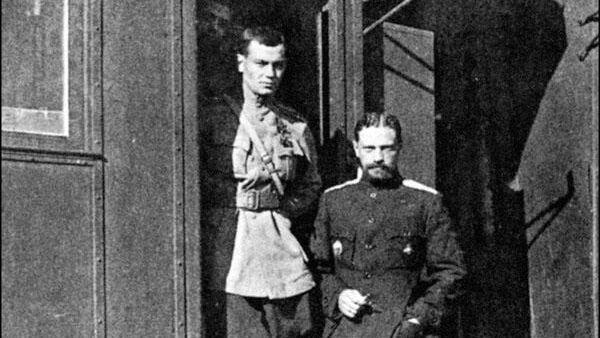 Генерал Владимир Каппель (в центре) с чинами штаба Волжского корпуса. Весна 1919 года