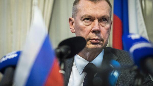Посол России в Нидерландах Александр Шульгин на пресс-конференции в Гааге. 2018 год