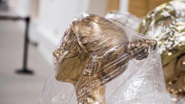 Одна из скульптур серии Action Half-Life в ЦВЗ Манеж.